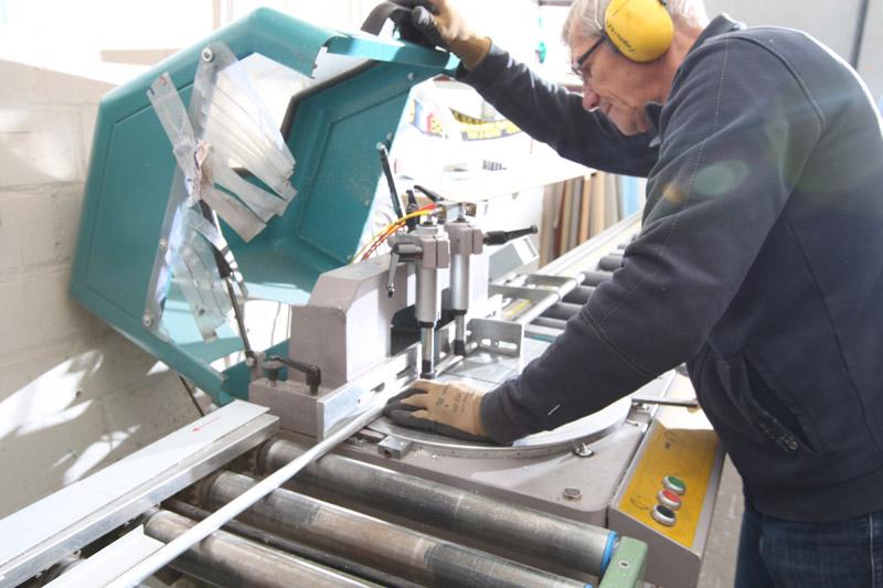 Spiegelmanufaktur Step 3 - Aluminium zuschneiden